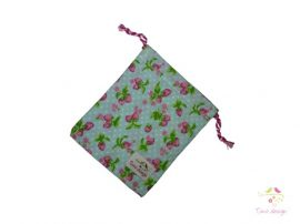 Cotton cup bag with strawberry pattern (light blue base)