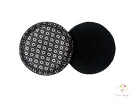 Reusable makeup removal pads with flower pattern