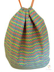 Vízálló tornazsák színes cikkcakk mintával